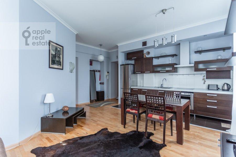 Гостиная в 3-комнатной квартире по адресу Большая Бронная улица 7