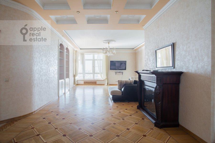 Гостиная в 5-комнатной квартире по адресу Авиационная ул. 79к1