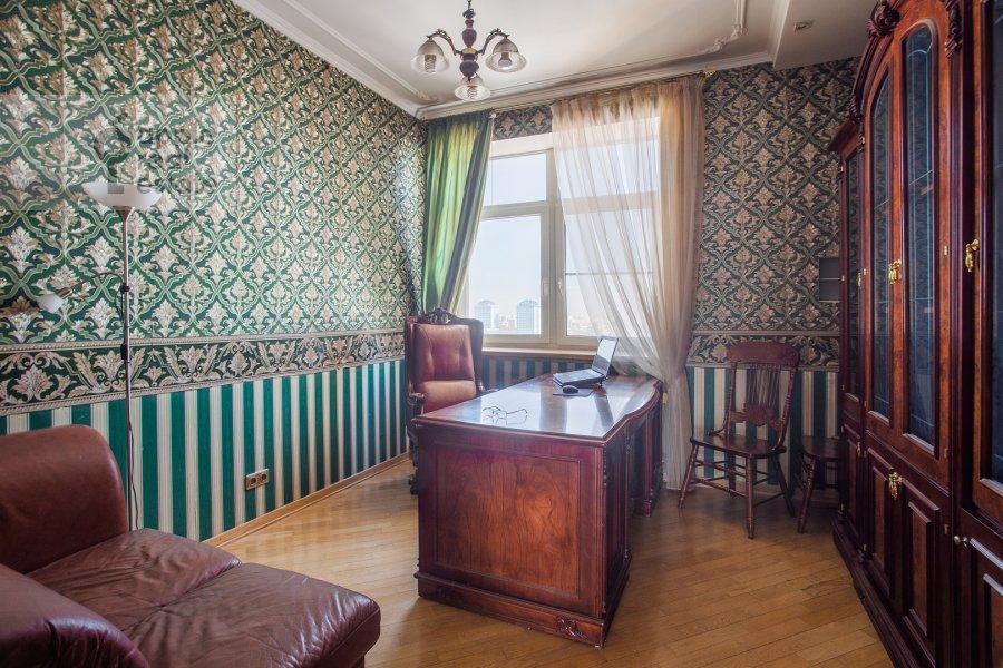 Детская комната / Кабинет в 5-комнатной квартире по адресу Авиационная ул. 79к1