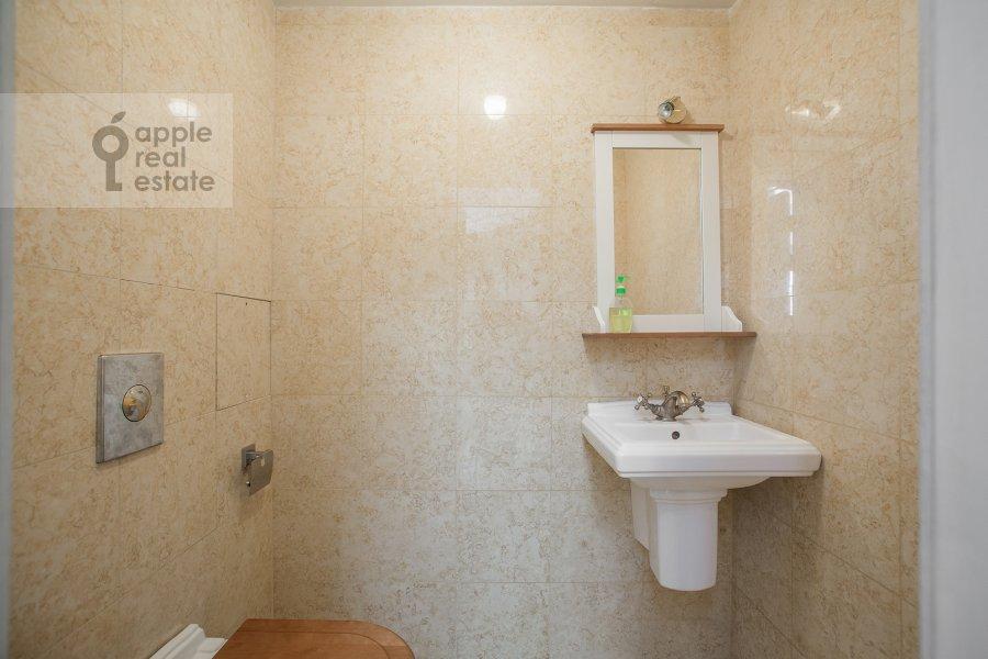 Санузел в 4-комнатной квартире по адресу Береговая улица 8к1