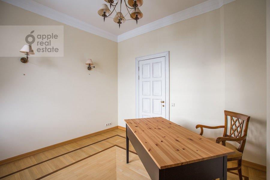 Детская комната / Кабинет в 4-комнатной квартире по адресу Береговая улица 8к1