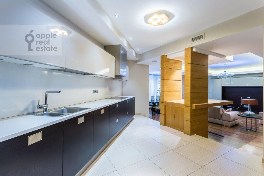 Кухня в 5-комнатной квартире по адресу Улофа Пальме 7
