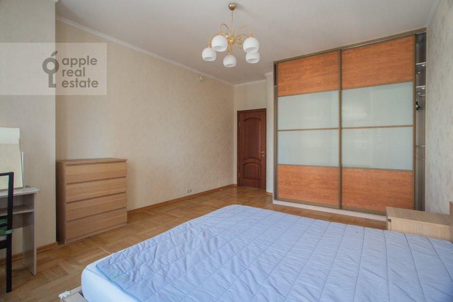 Bedroom of the 3-room apartment at Aviatsionnaya ul. 77k5