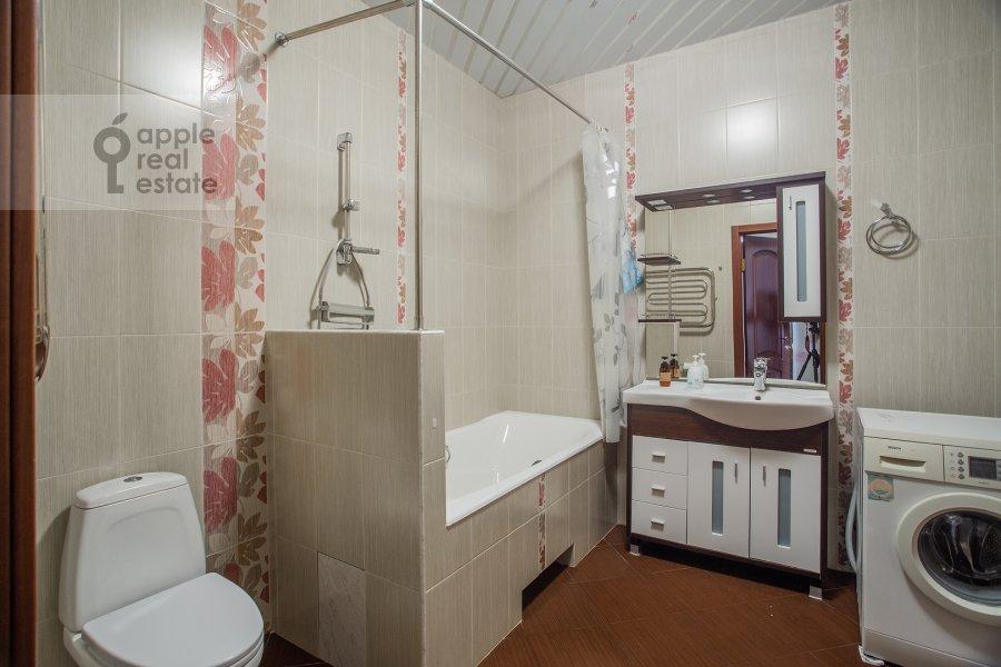 Bathroom of the 3-room apartment at Aviatsionnaya ul. 77k5