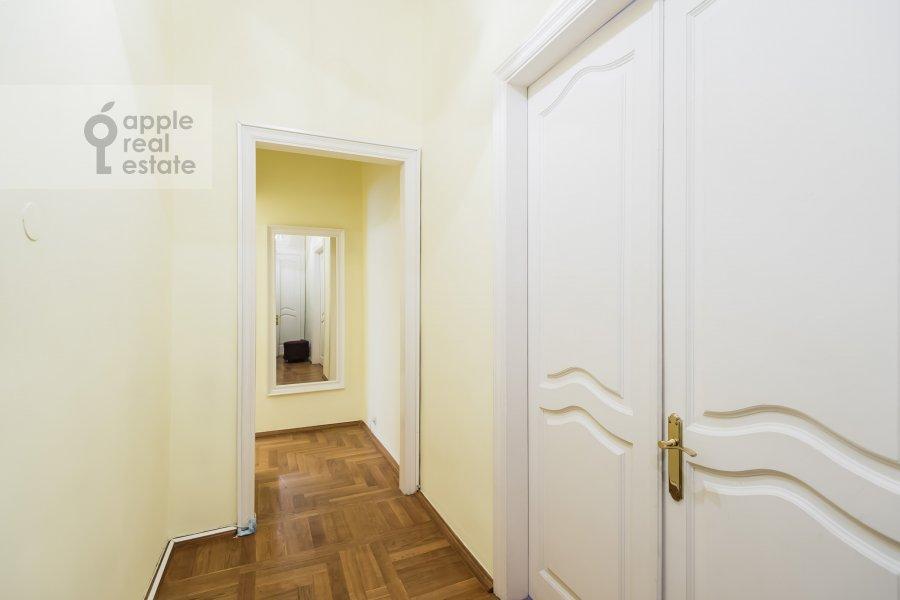 Коридор в 4-комнатной квартире по адресу Тверская ул. 27с2