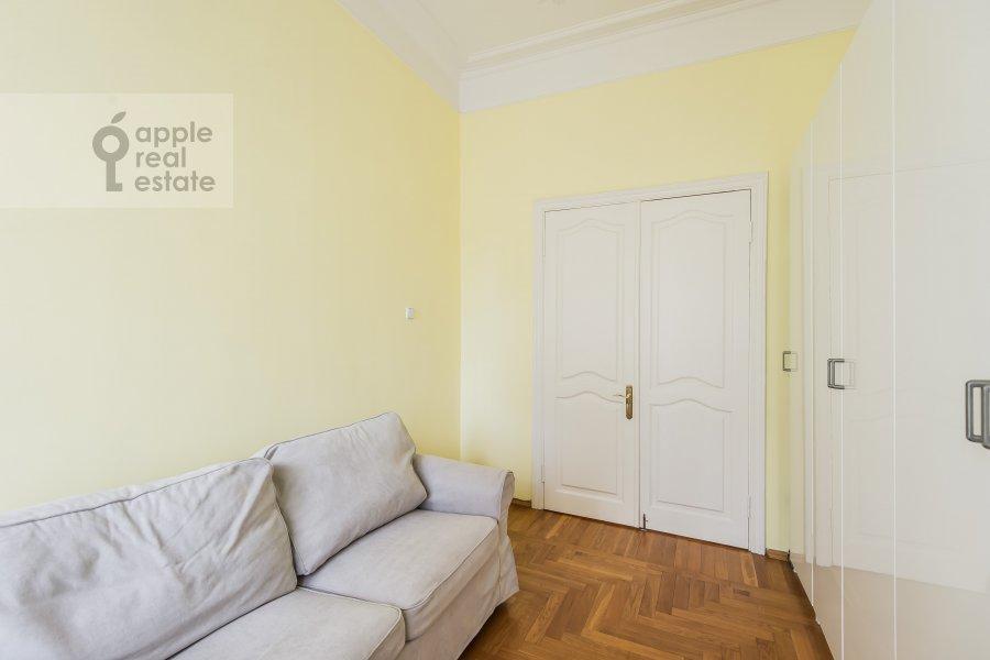Детская комната / Кабинет в 4-комнатной квартире по адресу Тверская ул. 27с2