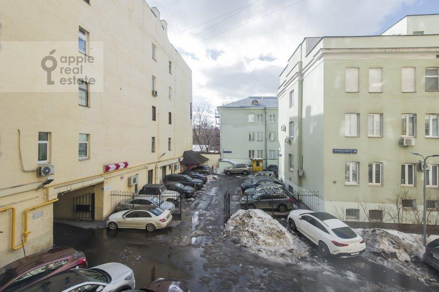 Вид из окна в 4-комнатной квартире по адресу Тверская ул. 27с2