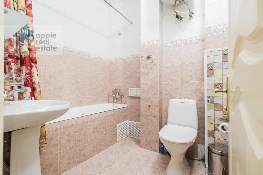 Санузел в 4-комнатной квартире по адресу Тверская ул. 27с2