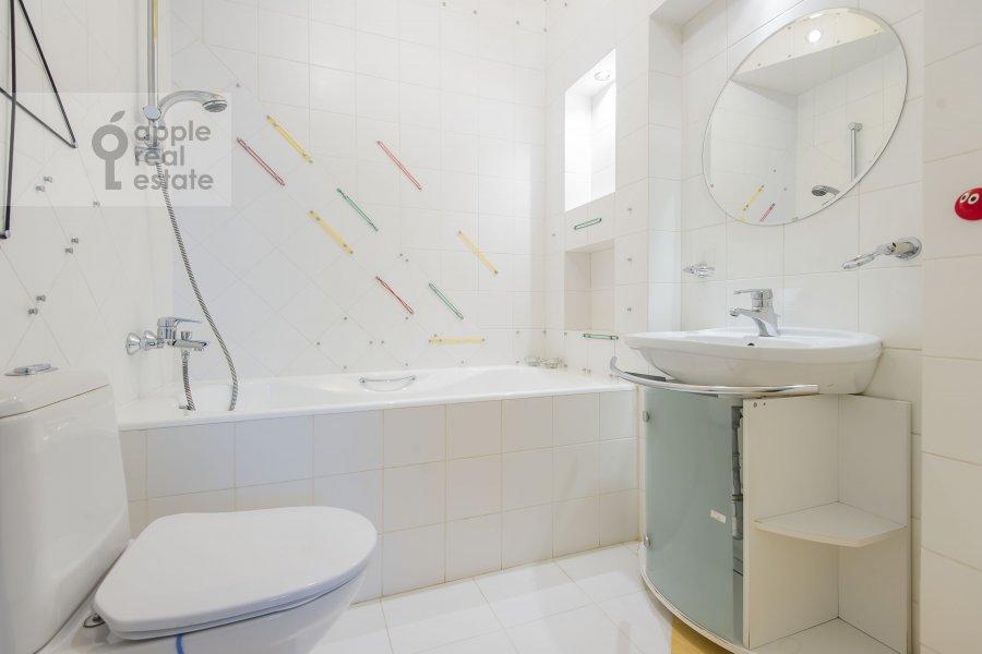 Bathroom of the 6-room apartment at Tverskaya-Yamskaya 3-ya ul. 44