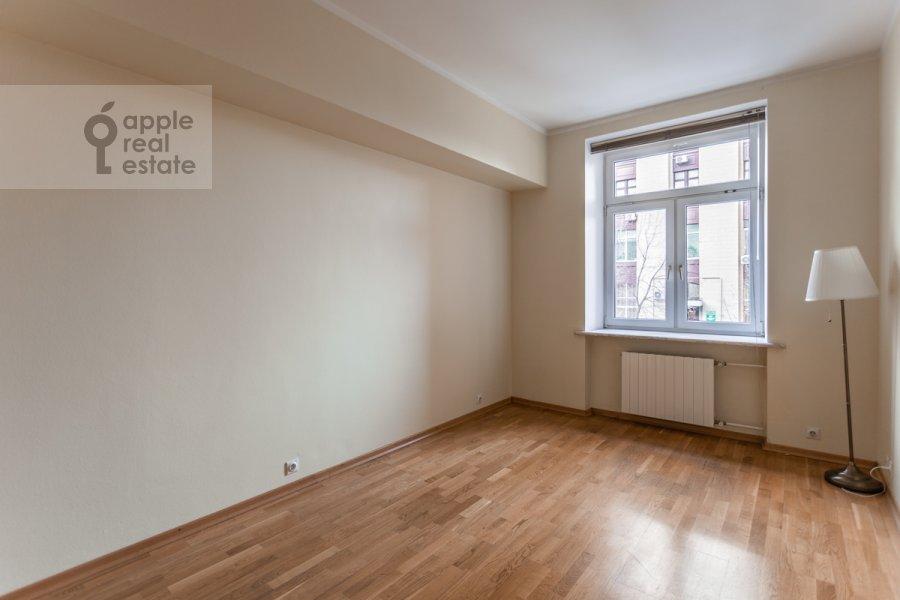 Children's room / Cabinet of the 3-room apartment at prospekt Mira 99
