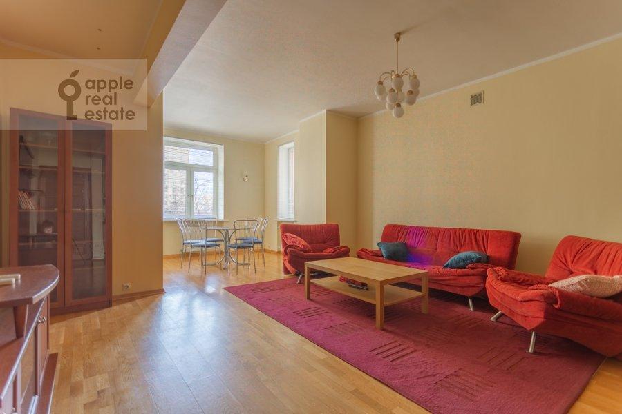 Living room of the 3-room apartment at prospekt Mira 99
