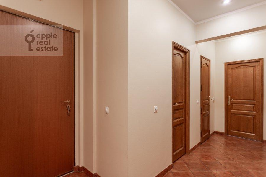Corridor of the 3-room apartment at prospekt Mira 99