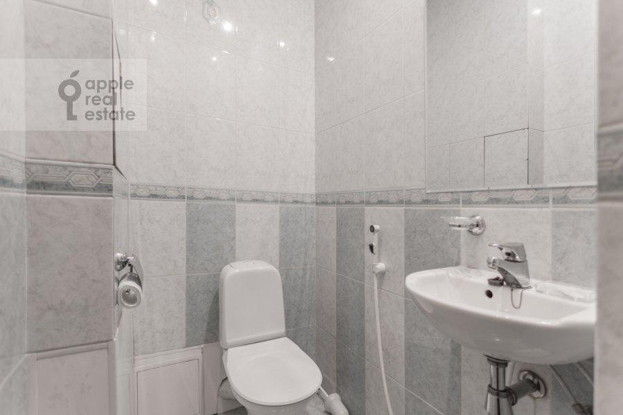 Bathroom of the 3-room apartment at prospekt Mira 99