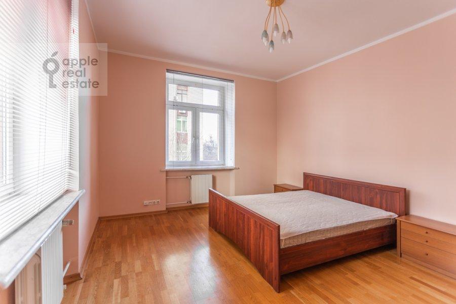 Bedroom of the 3-room apartment at prospekt Mira 99