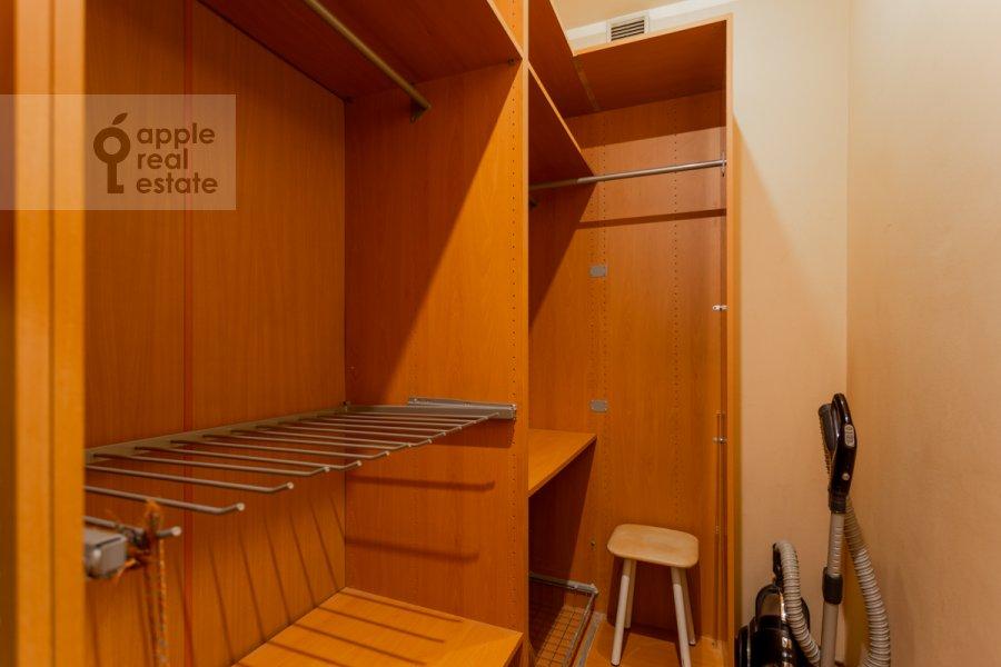 Walk-in closet / Laundry room / Storage room of the 3-room apartment at prospekt Mira 99
