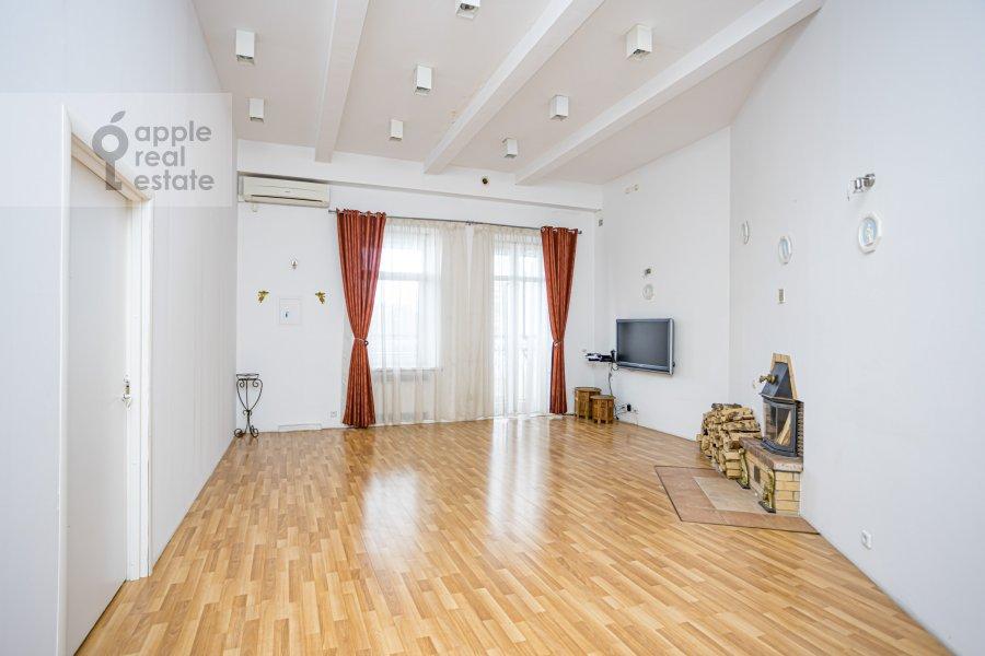 Гостиная в 4-комнатной квартире по адресу Спиридоньевский пер. 10А