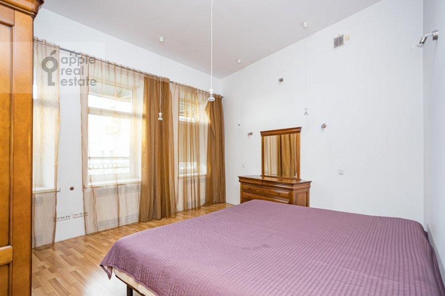Спальня в 4-комнатной квартире по адресу Спиридоньевский пер. 10А