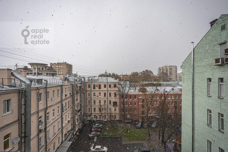 Вид из окна в 4-комнатной квартире по адресу Спиридоньевский пер. 10А
