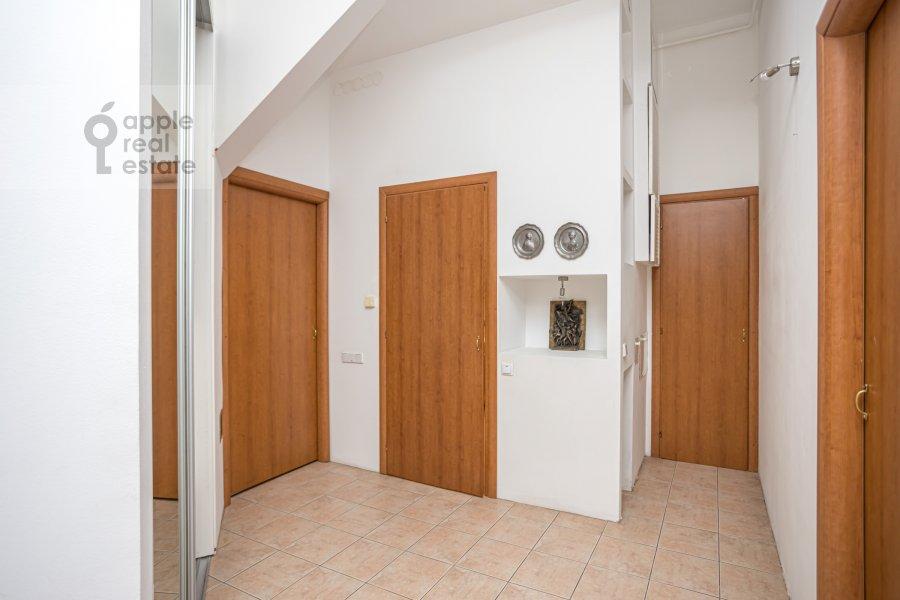 Коридор в 4-комнатной квартире по адресу Спиридоньевский пер. 10А