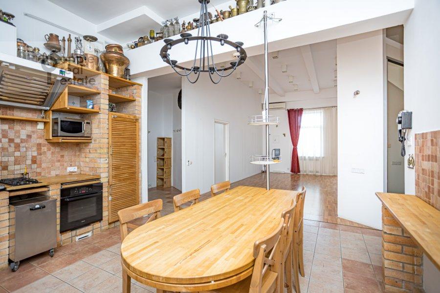 Кухня в 4-комнатной квартире по адресу Спиридоньевский пер. 10А