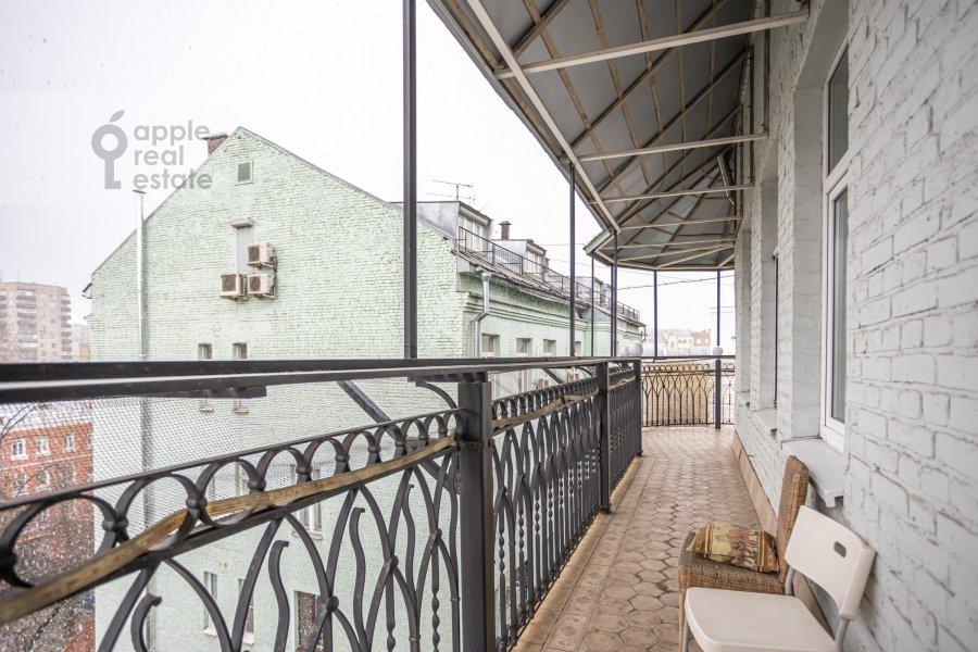 Балкон / Терраса / Лоджия в 4-комнатной квартире по адресу Спиридоньевский пер. 10А