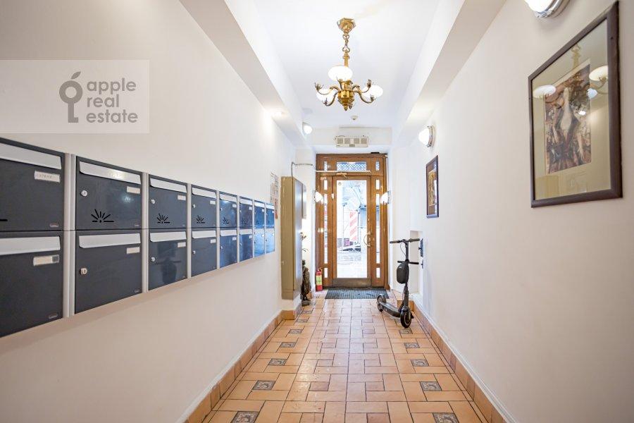 Фото дома 4-комнатной квартиры по адресу Спиридоньевский пер. 10А