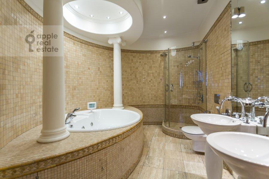 Bathroom of the 3-room apartment at Serpukhovskiy per. 7k1