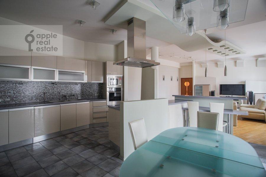 Кухня в 4-комнатной квартире по адресу Мансуровский пер. 5