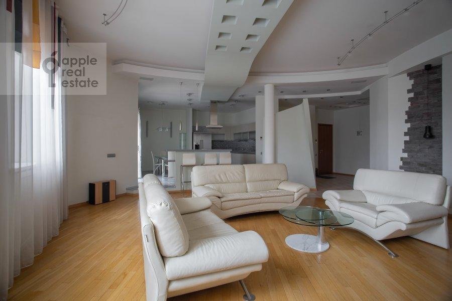 Гостиная в 4-комнатной квартире по адресу Мансуровский пер. 5