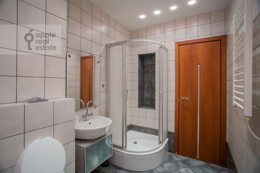 Санузел в 4-комнатной квартире по адресу Мансуровский пер. 5
