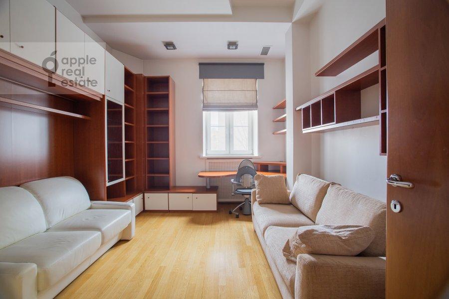 Детская комната / Кабинет в 4-комнатной квартире по адресу Мансуровский пер. 5