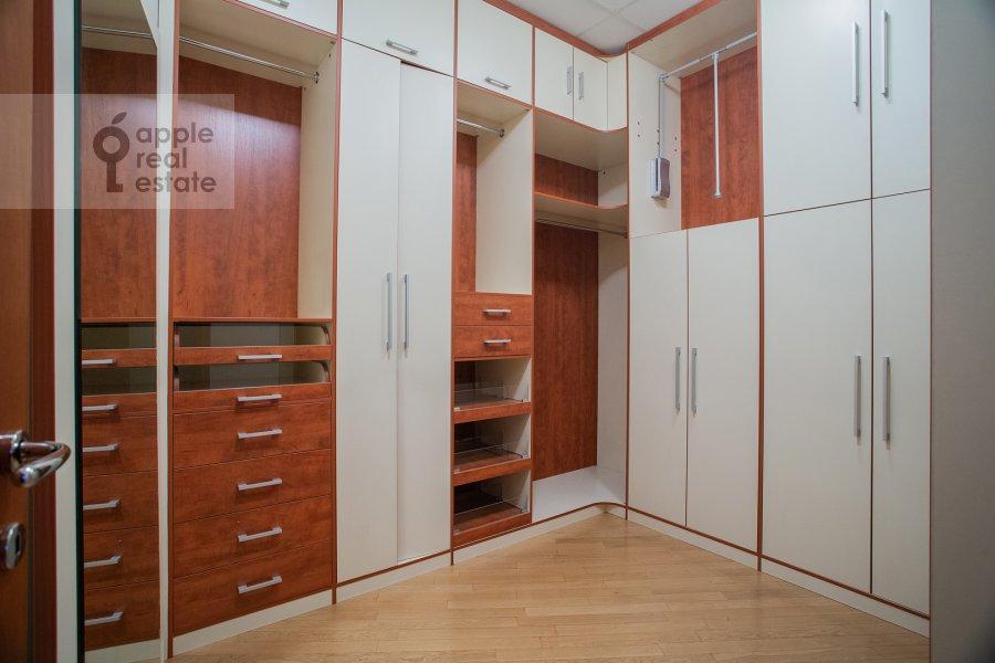 Гардеробная комната / Постирочная комната / Кладовая комната в 4-комнатной квартире по адресу Мансуровский пер. 5
