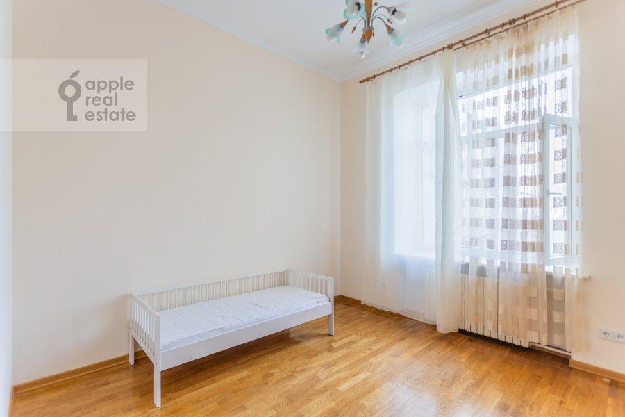 Children's room / Cabinet of the 4-room apartment at Krivoarbatskiy per. 3