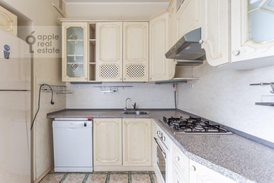 Kitchen of the 4-room apartment at Krivoarbatskiy per. 3