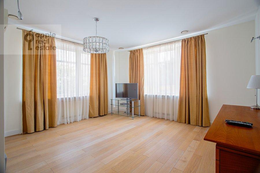 Bedroom of the 5-room apartment at Smolenskiy 1-y per. 17