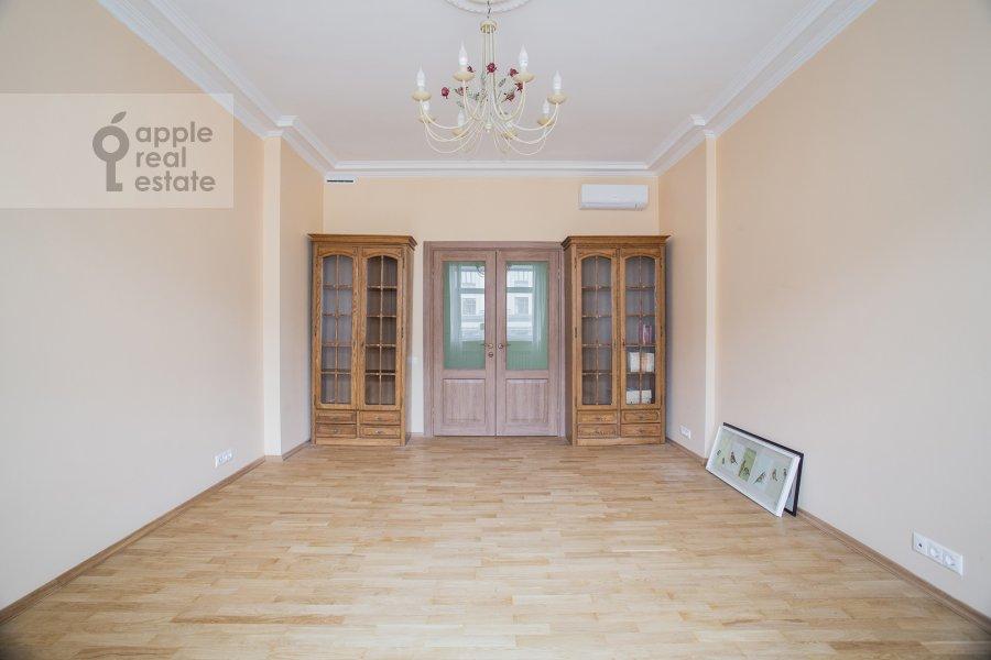Living room of the 2-room apartment at Tverskaya ul. 6s1