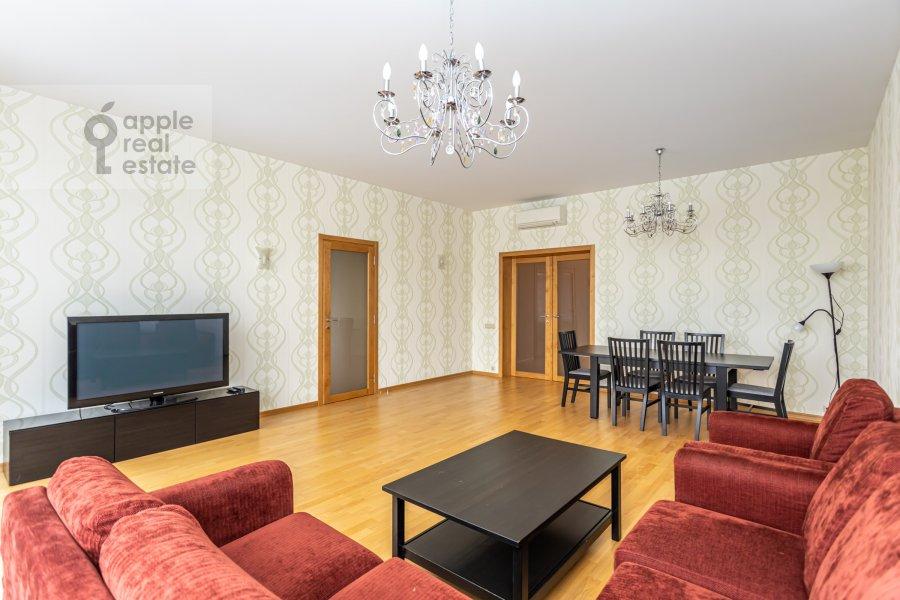 Гостиная в 4-комнатной квартире по адресу Ленинский  просп. 126