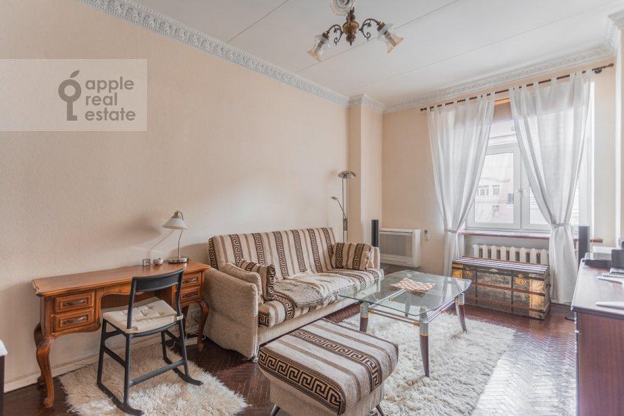 Гостиная в 2-комнатной квартире по адресу Новинский бульв. 18с1