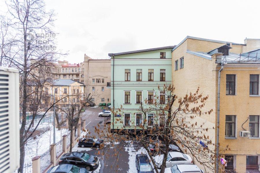Вид из окна в 2-комнатной квартире по адресу Новинский бульв. 18с1