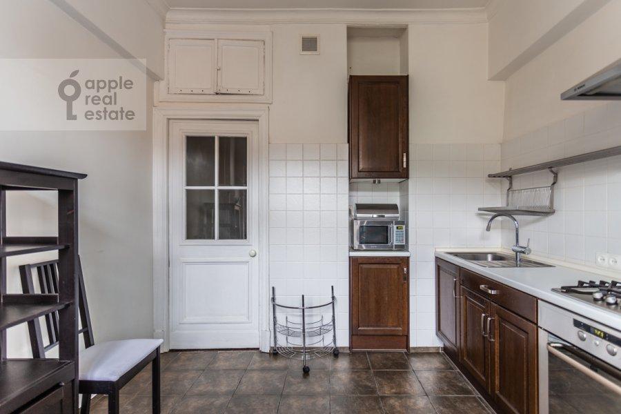 Кухня в 2-комнатной квартире по адресу Новинский бульв. 18с1