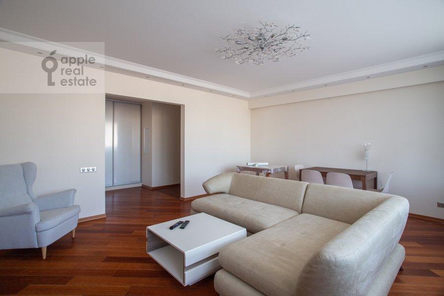 Гостиная в 3-комнатной квартире по адресу Бронная Большая ул. 2/6