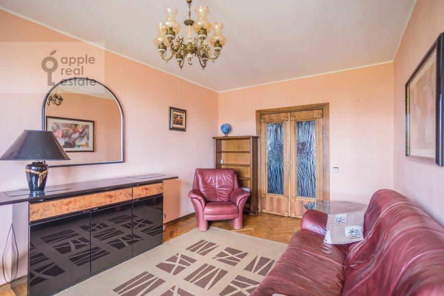 Living room of the 2-room apartment at Vernadskogo prosp. 89