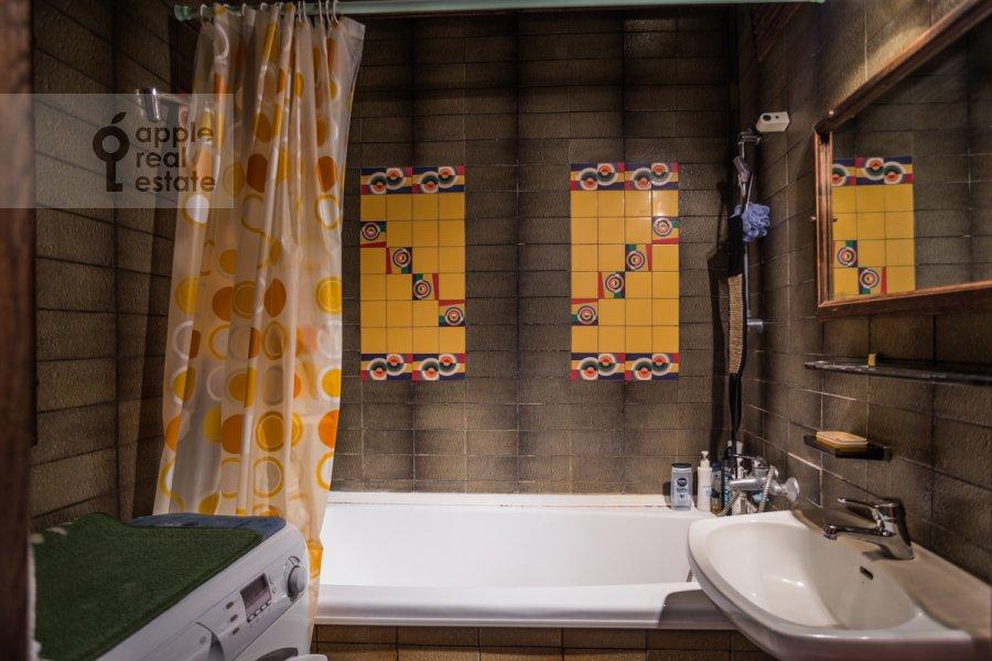 Bathroom of the 2-room apartment at Vernadskogo prosp. 89