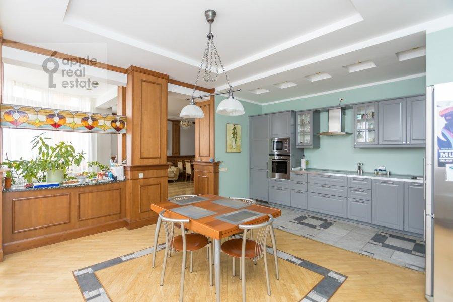 Кухня в 4-комнатной квартире по адресу Архитектора Власова ул. 22