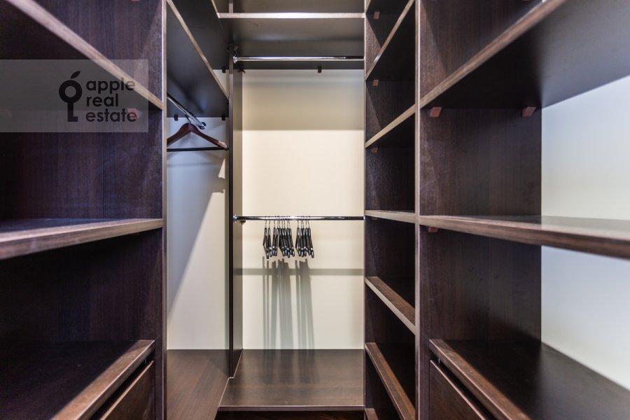 Гардеробная комната / Постирочная комната / Кладовая комната в 6-комнатной квартире по адресу Островитянова 6