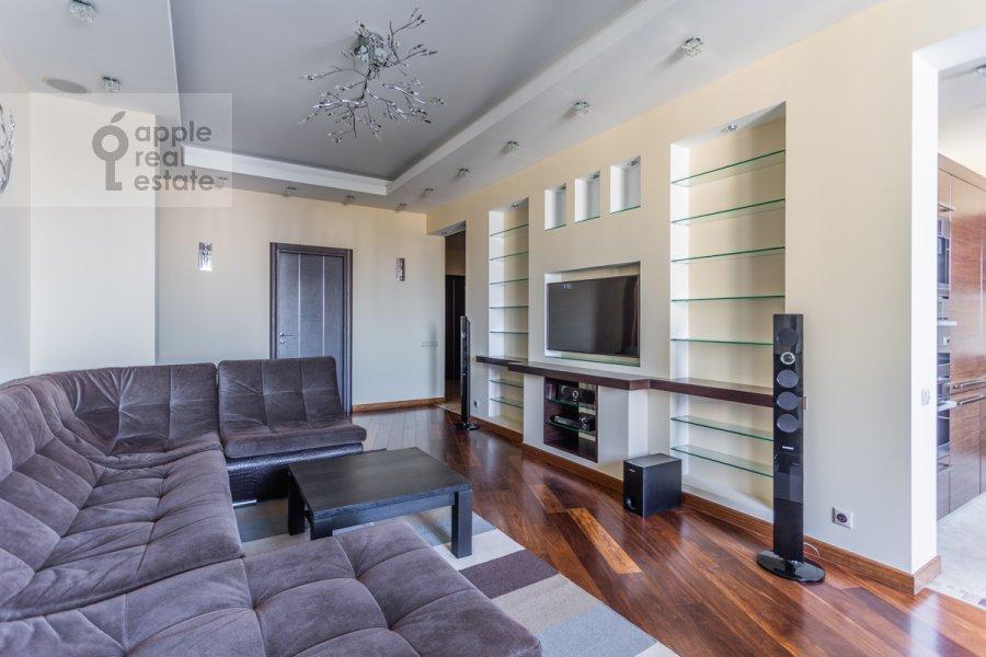 Гостиная в 6-комнатной квартире по адресу Островитянова 6