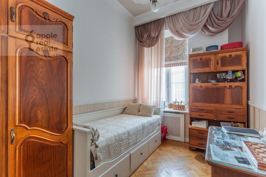 Children's room / Cabinet of the 4-room apartment at Vsevolozhskiy per. 3
