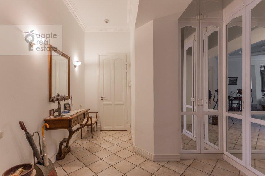 Corridor of the 4-room apartment at Vsevolozhskiy per. 3