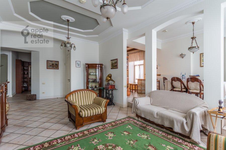 Living room of the 4-room apartment at Vsevolozhskiy per. 3