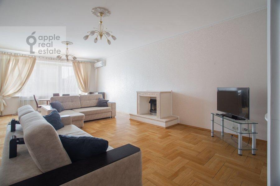 Гостиная в 4-комнатной квартире по адресу Долгоруковская ул. 6